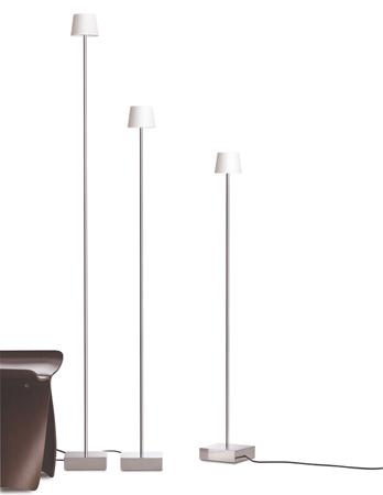 Stehleuchte CUT von Anta aluminium, 1200mm, Kabel schwarz mit Schiebedimmer